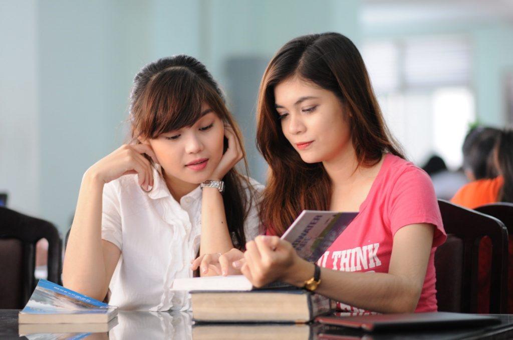 Gia sư là giáo viên đang là sự lựa chọn của nhiều phụ huynh