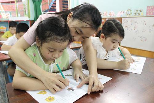 Nên thuê gia sư là giáo viên hay sinh viên?