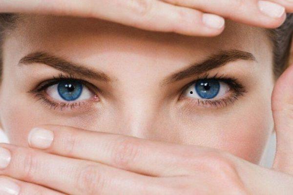 Nốt ruồi trong mắt dự báo điềm gì?